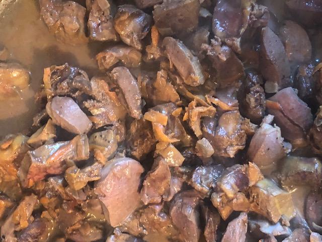 Фото рецепта - Куриные потроха в сливках с консервированной кукурузой - шаг 5