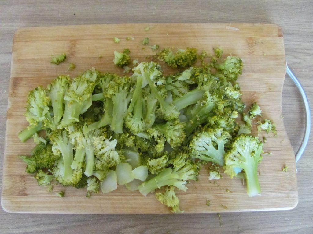 Фото рецепта - Рулет из лаваша с брокколи и шпинатом - шаг 3