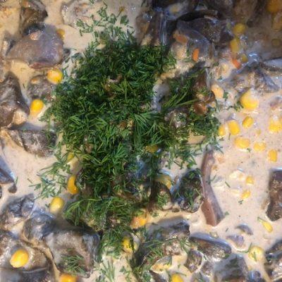 Куриные потроха в сливках с консервированной кукурузой - рецепт с фото