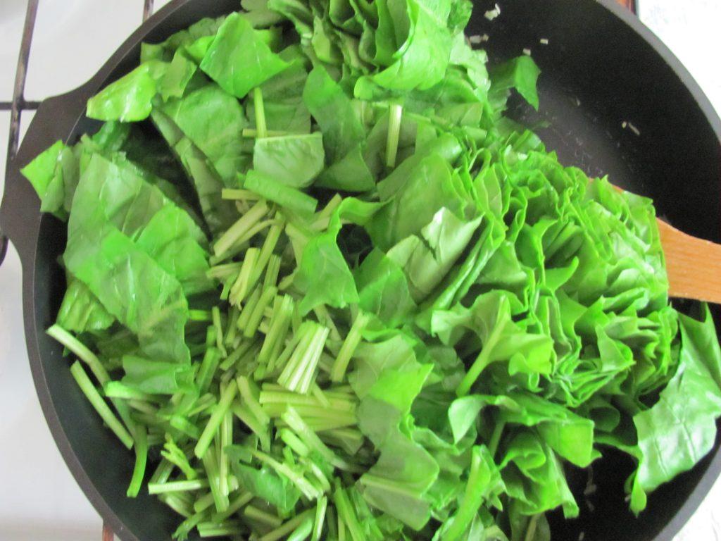 Фото рецепта - Рулет из лаваша с брокколи и шпинатом - шаг 6