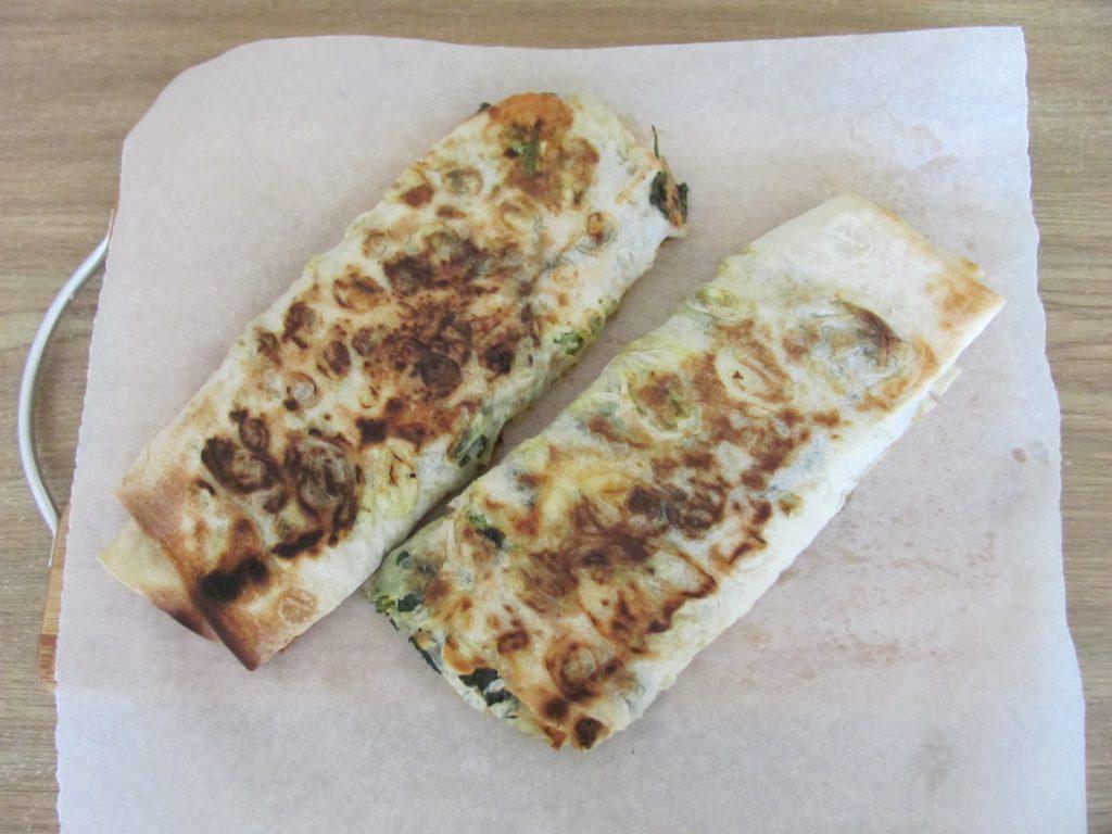 Фото рецепта - Рулет из лаваша с брокколи и шпинатом - шаг 13