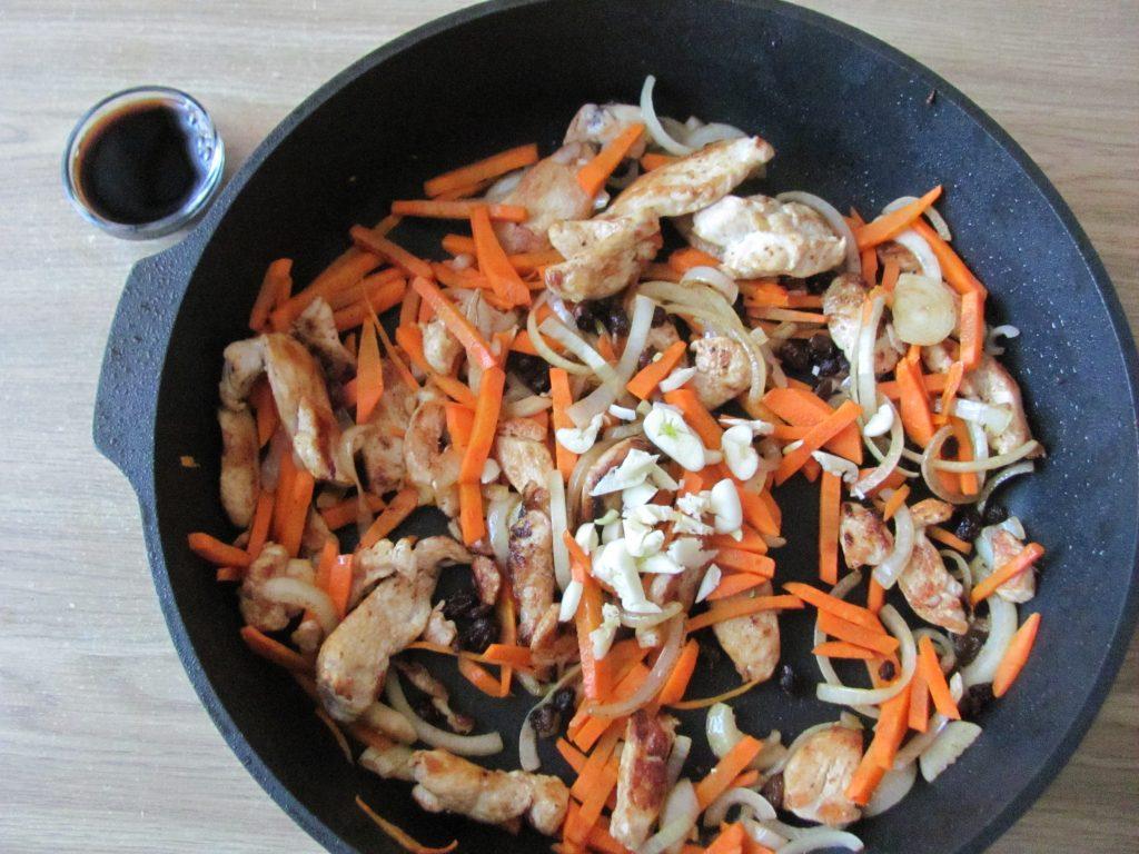 Фото рецепта - Курица с овощами и кус-кусом - шаг 6