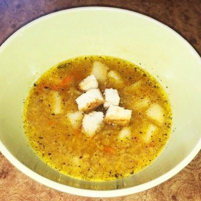 Суп с чечевицей и чесночными гренками - рецепт с фото