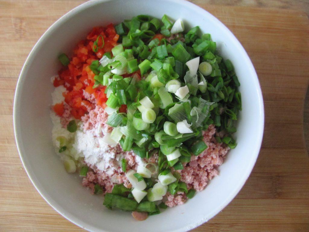 Фото рецепта - Острые блинчики с кимчи (с капустой) - шаг 6