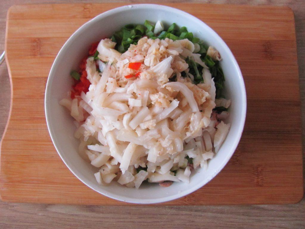 Фото рецепта - Острые блинчики с кимчи (с капустой) - шаг 7