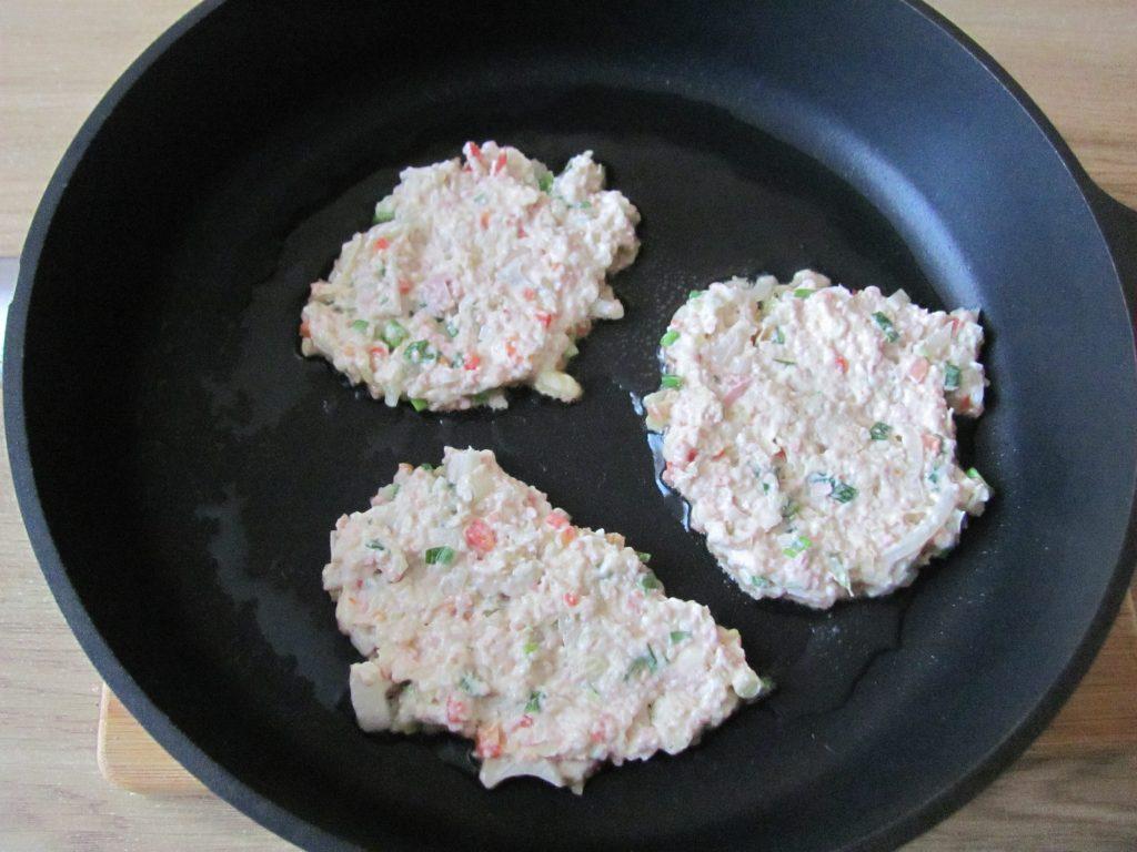 Фото рецепта - Острые блинчики с кимчи (с капустой) - шаг 9