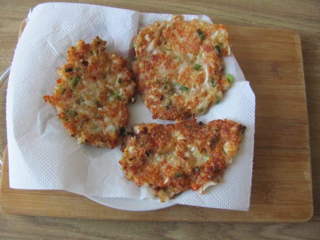 Фото рецепта - Острые блинчики с кимчи (с капустой) - шаг 10