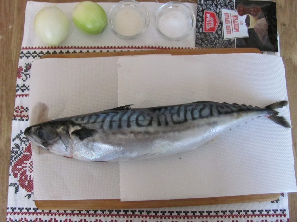 Фото рецепта - Сугудай из скумбрии – малосольная рыба - шаг 1