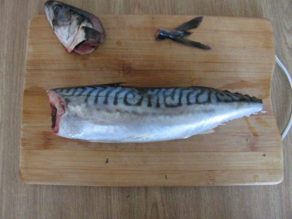 Фото рецепта - Сугудай из скумбрии – малосольная рыба - шаг 2