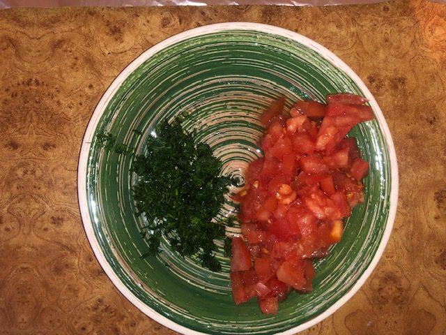Фото рецепта - Фаршированная скумбрия, запеченная в фольге в духовке - шаг 4
