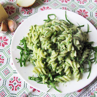 Паста фузилли в сырно-шпинатном соусе - рецепт с фото