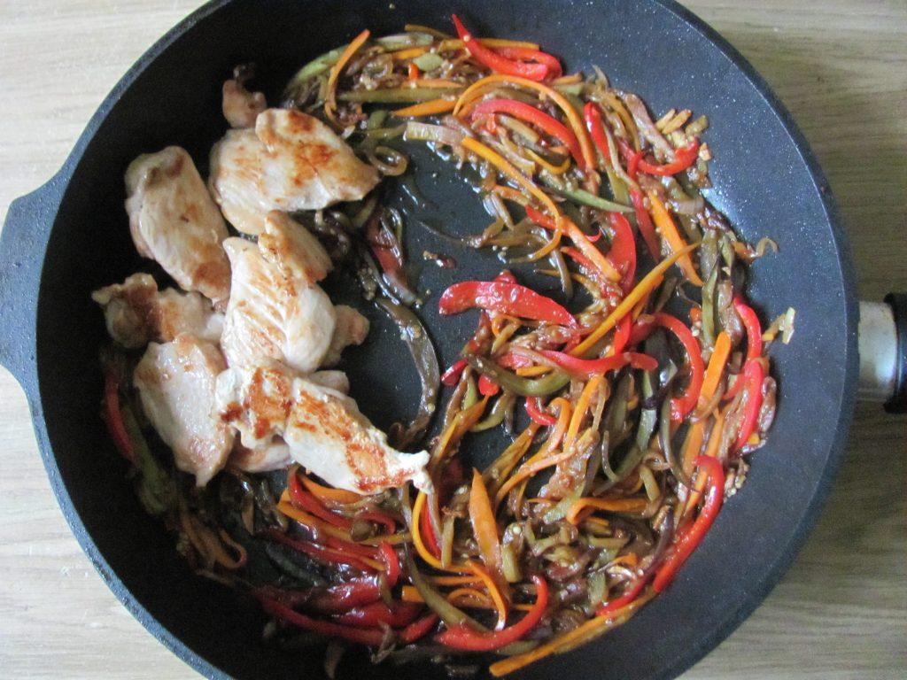 Фото рецепта - Курица в паназиатском стиле с гречневой кашей - шаг 11