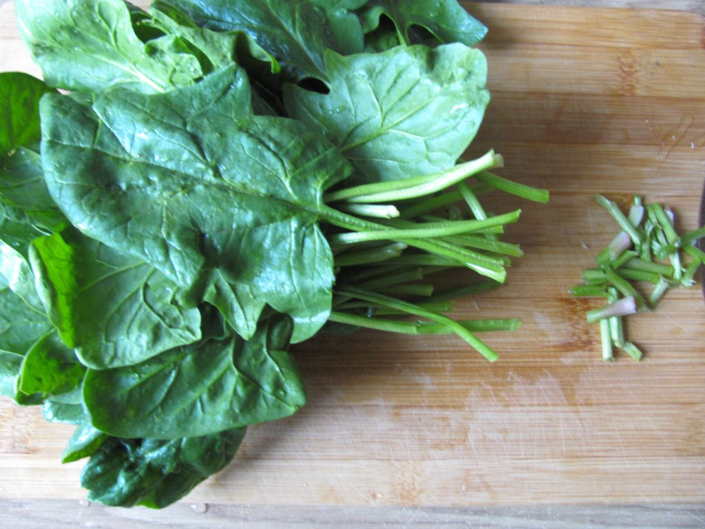 Фото рецепта - Индийский омлет со шпинатом в пите - шаг 2