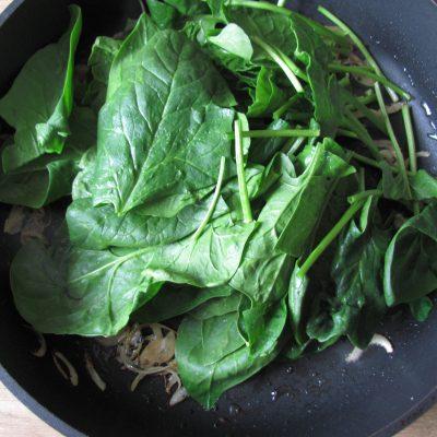 Фото рецепта - Индийский омлет со шпинатом в пите - шаг 4