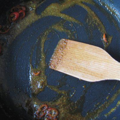 Фото рецепта - Индийский омлет со шпинатом в пите - шаг 6