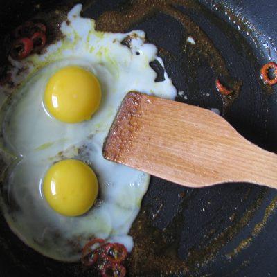 Фото рецепта - Индийский омлет со шпинатом в пите - шаг 7