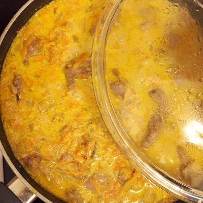 Фото рецепта - Куриная печень в сметане - шаг 8