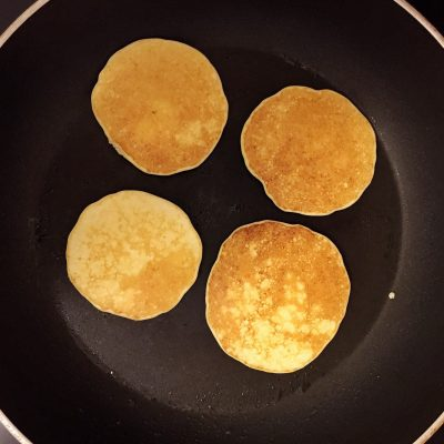 Фото рецепта - Творожно-кокосовые блинчики - шаг 3
