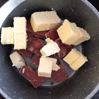 Фото рецепта - Шоколадно-творожный брауни с вишней - шаг 2