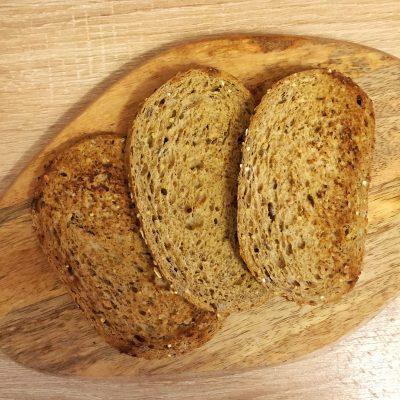Фото рецепта - Бутерброды с сельдью и свеклой - шаг 3