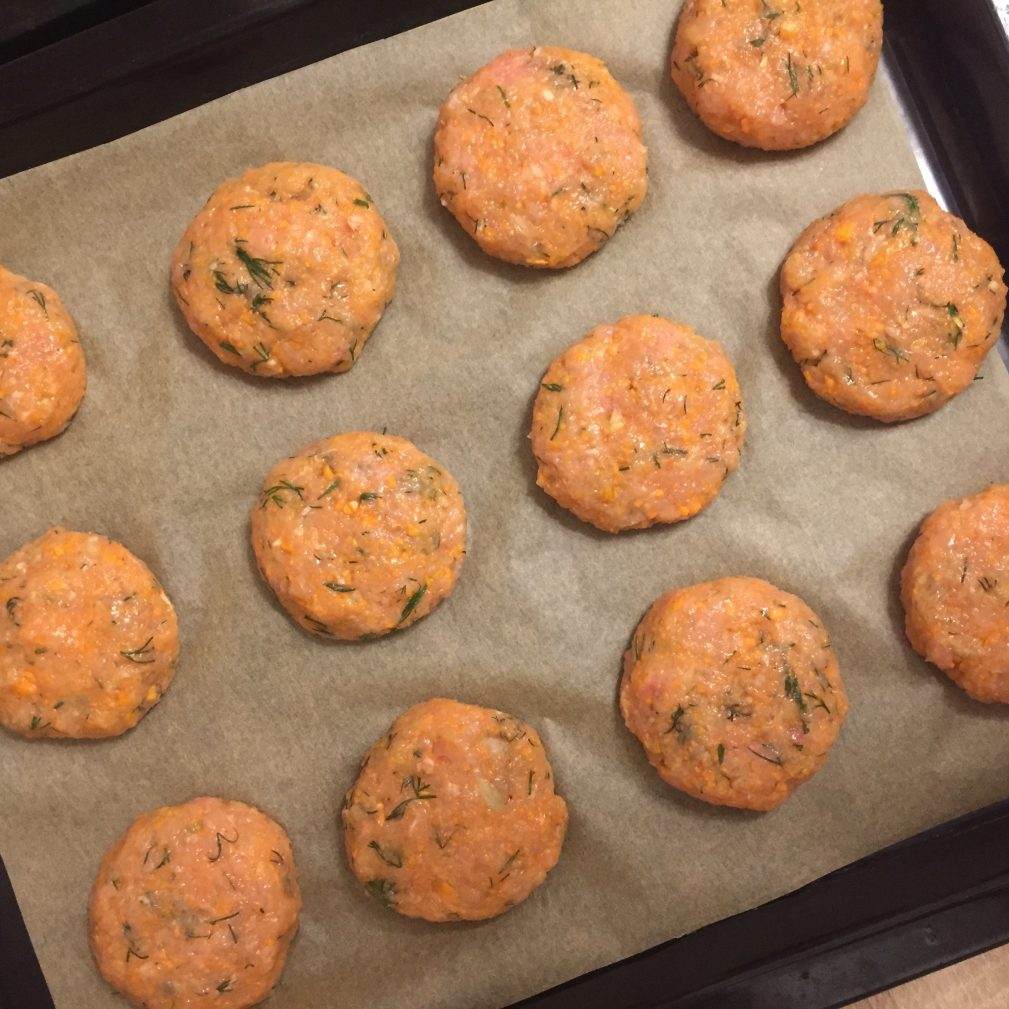 Фото рецепта - Котлеты из индейки с овощами и зеленью - шаг 5