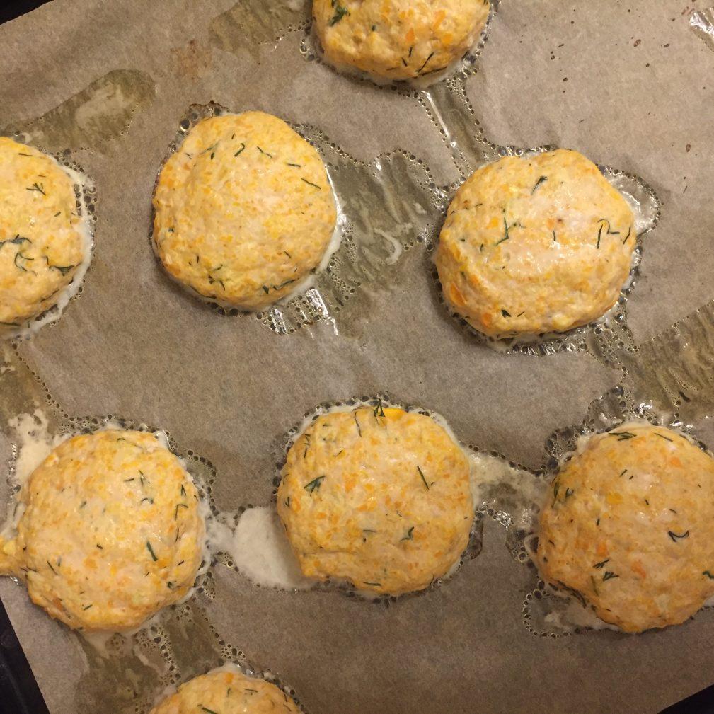 Фото рецепта - Котлеты из индейки с овощами и зеленью - шаг 6
