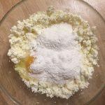 Фото рецепта - Сырники в духовке с вишневым соусом - шаг 2