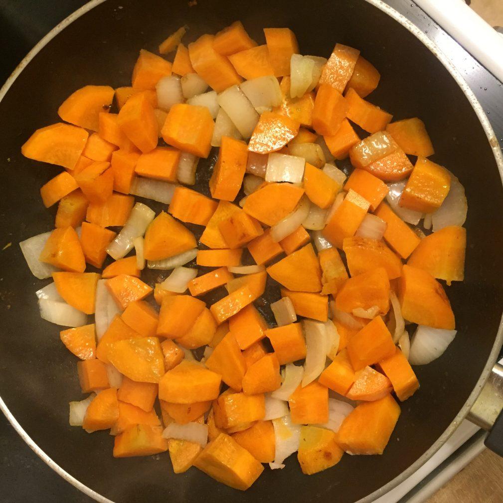 Фото рецепта - Тушеная картошка со свининой - шаг 5