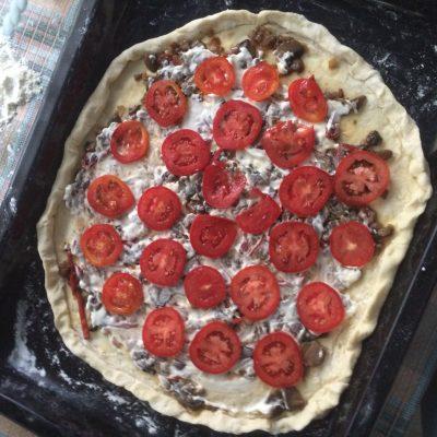 Фото рецепта - Пицца с колбасой и грибами - шаг 2