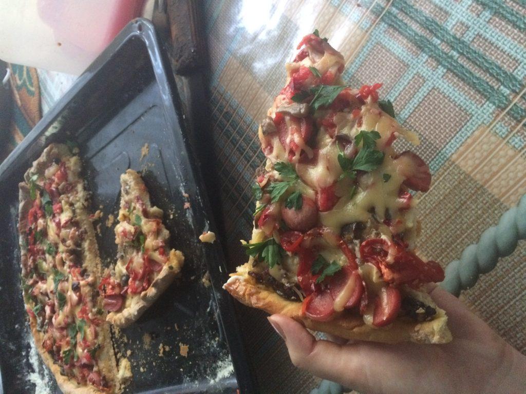Фото рецепта - Пицца с колбасой и грибами - шаг 4