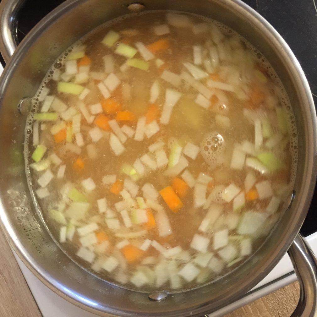Фото рецепта - Уха из семги - шаг 4