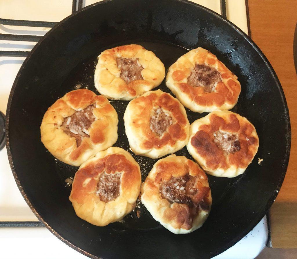 Фото рецепта - Чебуреки из косули - шаг 7