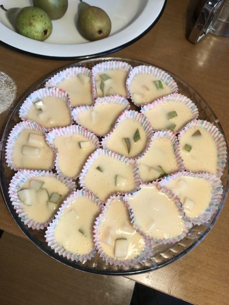 Фото рецепта - Кексы с грушей - шаг 5