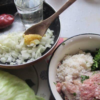 Фото рецепта - Голубцы в томатном соусе - шаг 1