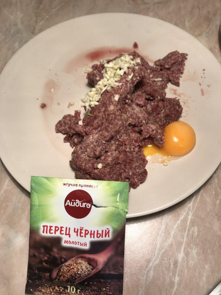 Фото рецепта - Котлеты из косули с чесноком - шаг 4