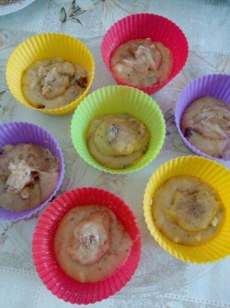 Фото рецепта - Быстрые кексы в микроволновке с яблоками и шоколадом - шаг 2
