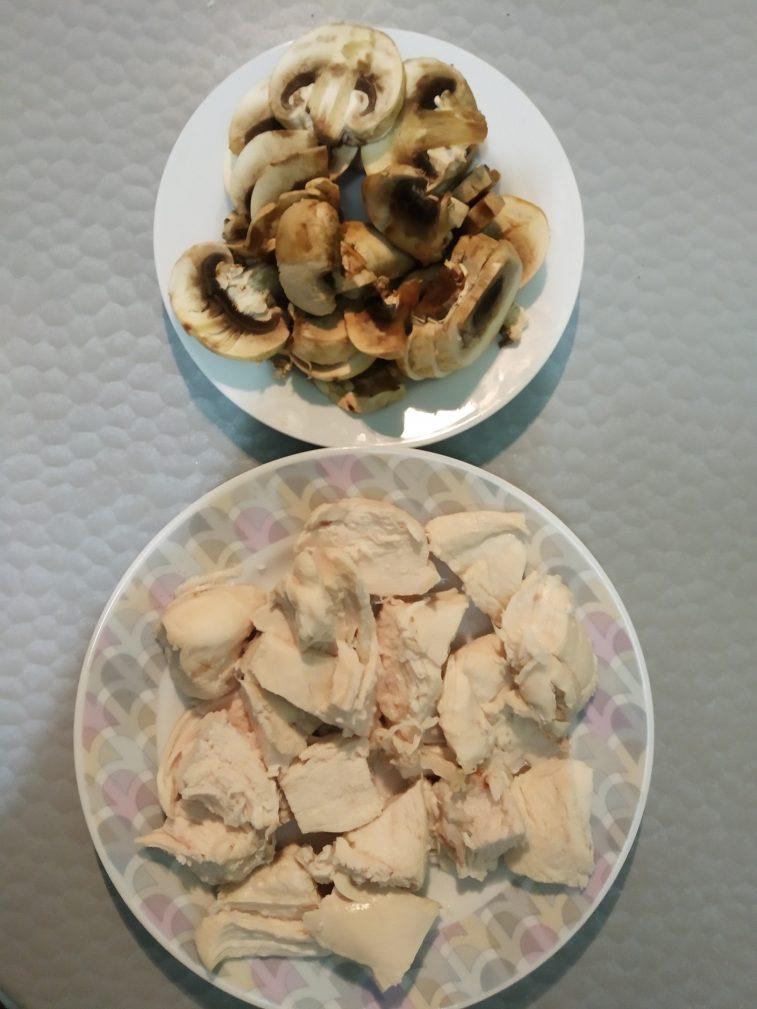 Фото рецепта - Спагетти с курицей и грибами - шаг 3