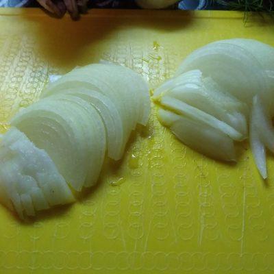 Фото рецепта - Курица с вешенками в сметанном соусе - шаг 3