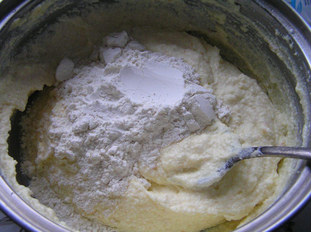 Фото рецепта - Творожная запеканка лимонно-апельсиновая - шаг 3