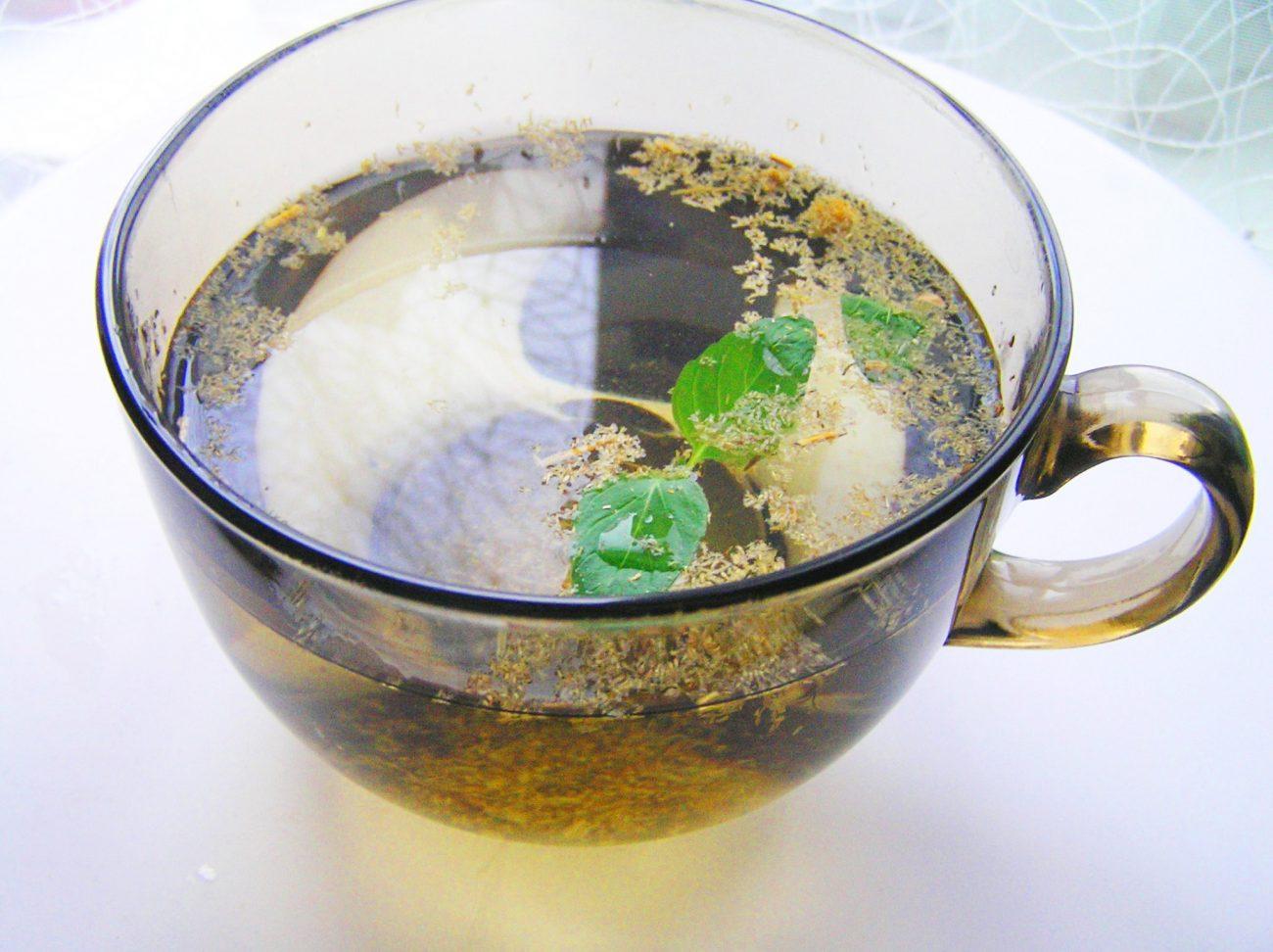 Чай из ромашки и мяты