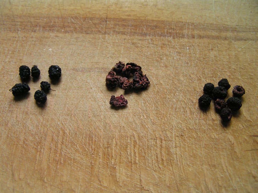 Фото рецепта - Чай из сушеных ягод - шаг 1