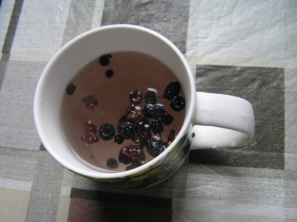 Фото рецепта - Чай из сушеных ягод - шаг 3