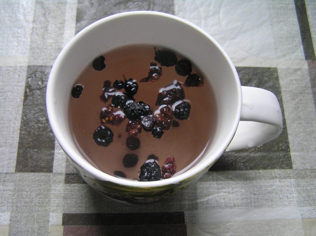 Фото рецепта - Чай из сушеных ягод - шаг 5