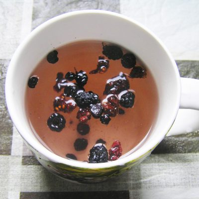 Чай из сушеных ягод - рецепт с фото