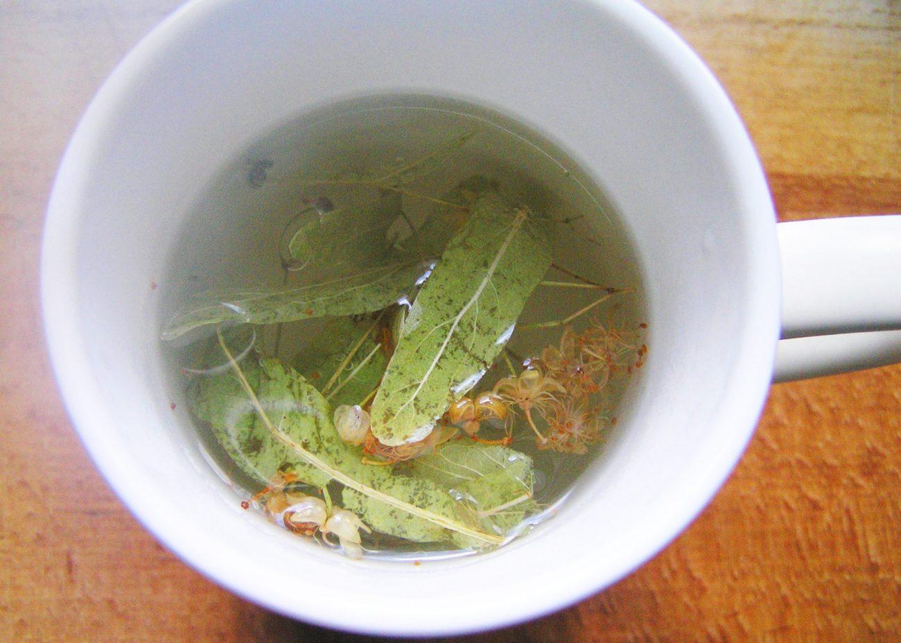 Чай из липы и мелиссы и листа смородины