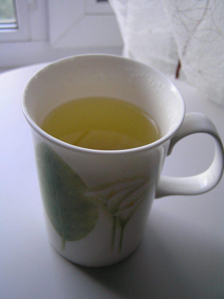 Фото рецепта - Чай из липы и мелиссы и листа смородины - шаг 5
