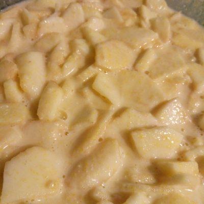 Фото рецепта - Яблочный пирог в мультиварке - шаг 5