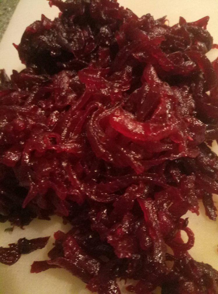 Фото рецепта - Салат из свеклы с брынзой - шаг 1