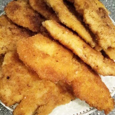 Куриные отбивные в сухарях, на сковороде - рецепт с фото