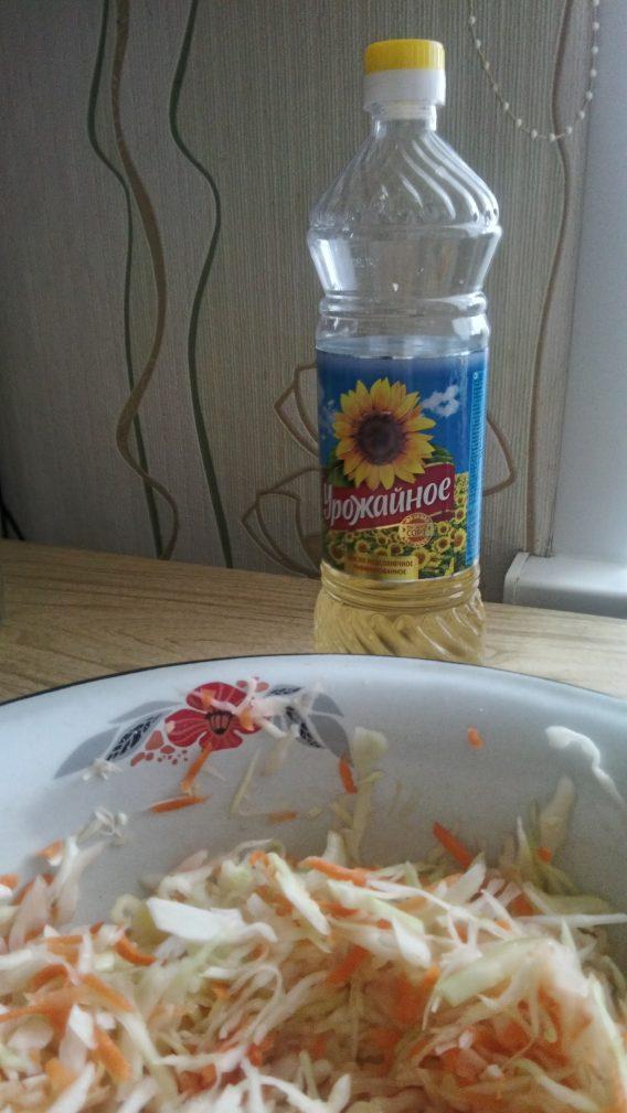 Фото рецепта - Витаминный салат с яблоком для взрослых и детей - шаг 6